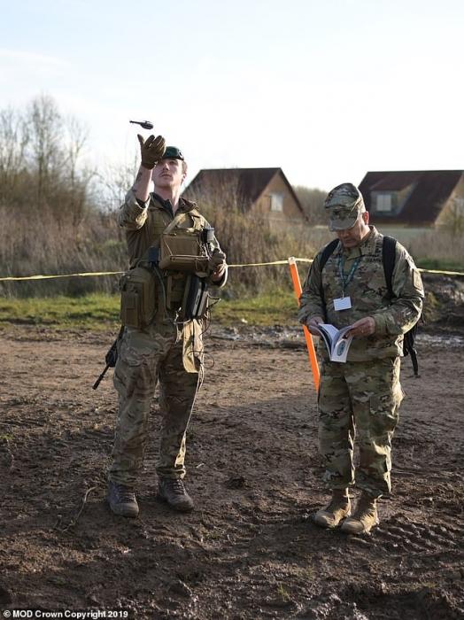 Английские войска получат беспилотники размером с ладонь для наблюдения за врагом на поле боя