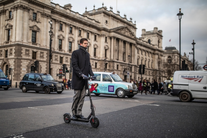 Электрические самокаты могут быть разрешены на английских дорогах