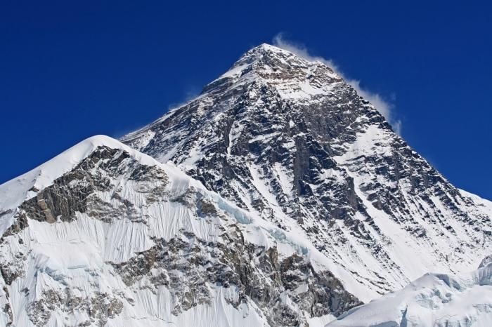 Триста тел жертв Эвереста начинают появляться при таянии ледника