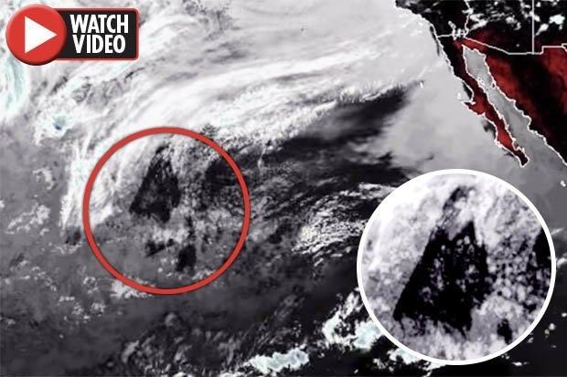 Загадка! Спутник сделал фото треугольного объекта длиной 1500 миль» над Тихим океаном
