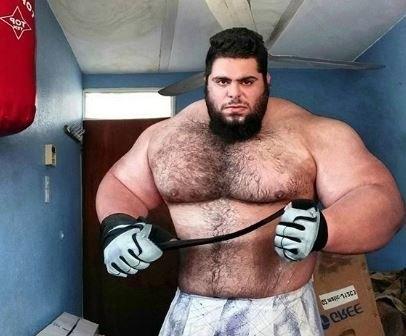 Культурист весом 177 кг «Иранский Халк» рассказывает о планах первого боя в ММА