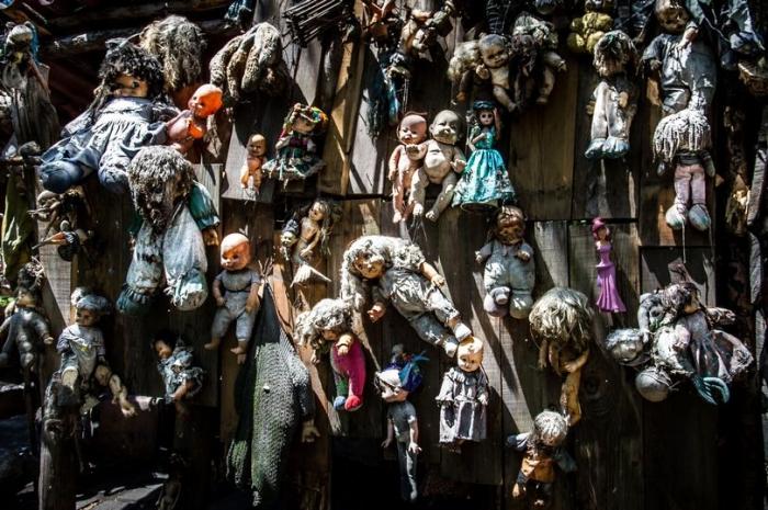 Остров Кошмаров в Мексике полон изуродованных кукол, и это так жутко