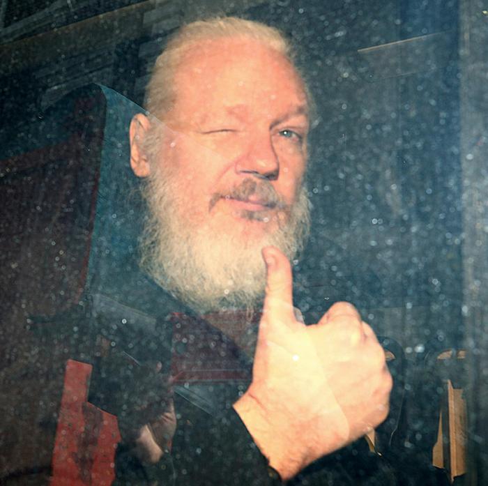 Группа Анонимы предупредила Англию пусть «готовится к хаосу» массовой хакерской атаке из-за Джулиана Ассанжа