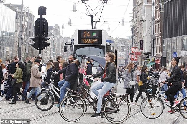 Впервые в истории велосипеды в Голландии убили больше людей, чем автомобили
