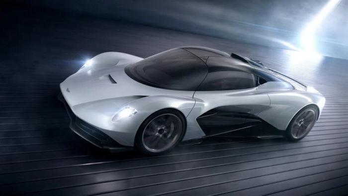 Джеймс Бонд собирается сесть за руль среднеразмерного гиперкара Aston Martin 003