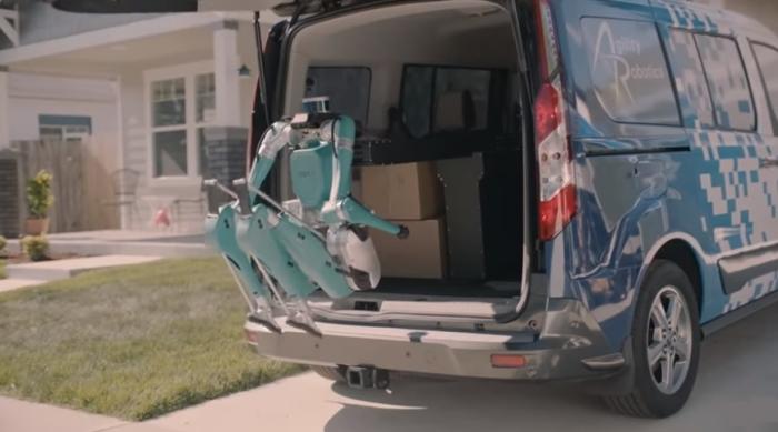 Форд представляет самоуправляемый фургон, который поставляется со своим двуногим роботом для доставки