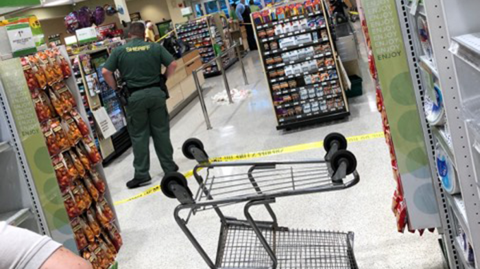 Мужчина из Флориды выстрелил, когда жена уронила кошелек в продуктовом магазине