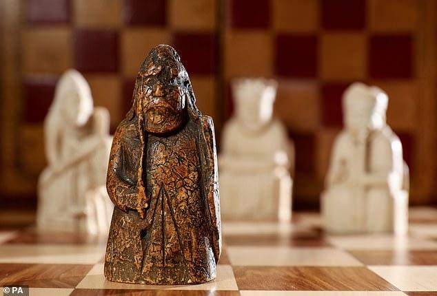 Шахматная фигура стоимостью 1 млн фунтов, которая валялась в ящике 50 лет