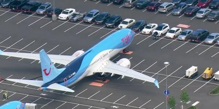 Боинг вынужден держать самолеты 737 Max на стоянке машин своих сотрудников, так как самолеты будут стоять до сентября