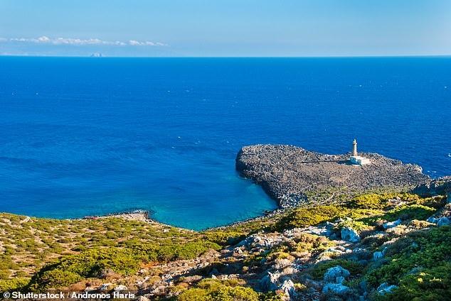 Живописный греческий остров платить людям 450 фунтов стерлингов в месяц, чтобы жили там и даже соютрается давать бесплатно землю