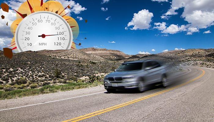 Педаль газа у мужчины заклинило, на скорости 100 миль в час