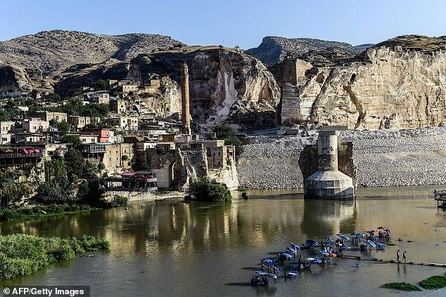 Исторический турецкий город, должен быть затоплен для строительства новой плотины.