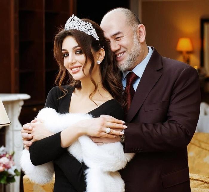 Как королева красоты Оксана Воеводина вступила в брак с королем Малайзии   (продолжение)