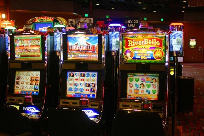 Идет процесс приручения игровых автоматов из казино Вулкан Удачи человеком. Не отставайте