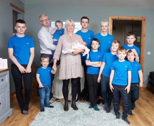 Женщина в Англии, у которой родилось 10 мальчиков подряд, наконец, родила девочку