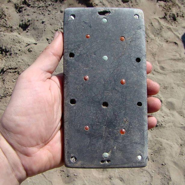 Невероятно. 2100-летний смартфон найден в могиле в России