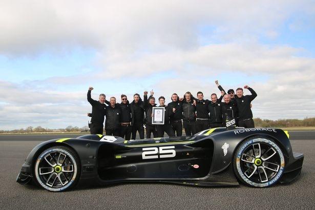 Робо-автомобиль устанавливает мировой рекорд для машины без водителя с максимальной скоростью 175 миль в час
