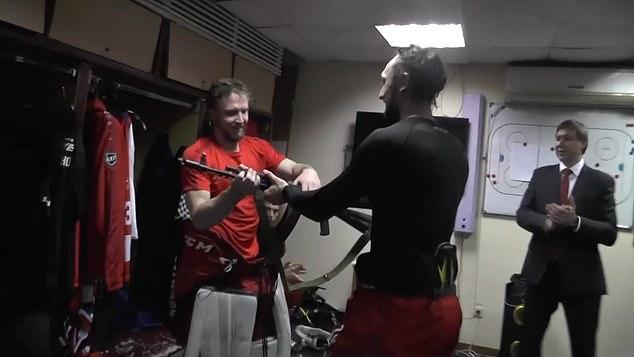 Российский хоккейный вратарь получил автомат АК-47 за его выдающуюся игру.