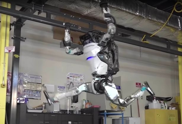 Человекоподобный робот демонстрирует невероятную ловкость
