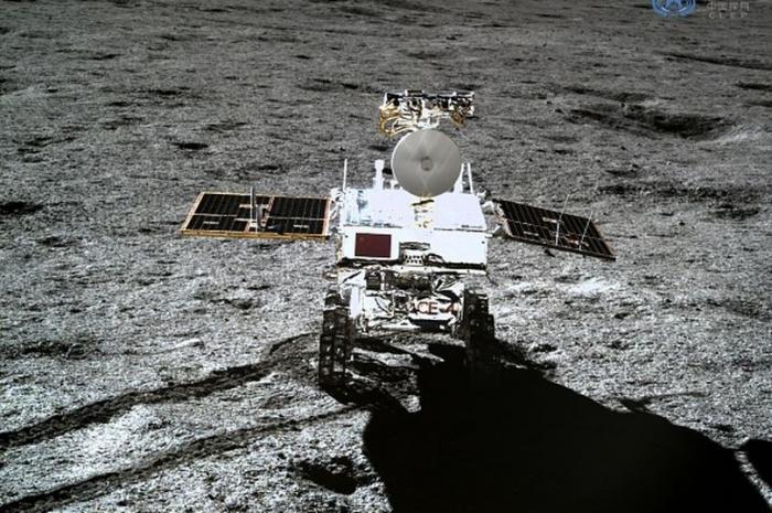 Необъяснимое «гелеобразное» вещество с «необычным цветом» обнаружено на темной стороне Луны