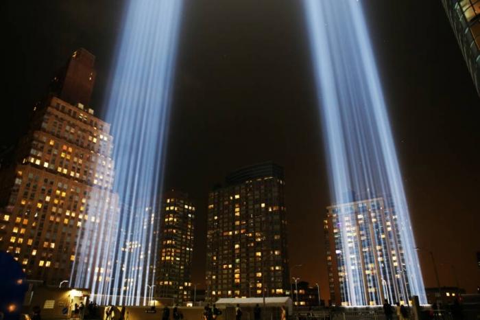 Световые лучи посвященные 9/11 трогательны для людей - но смертельно опасны для птиц