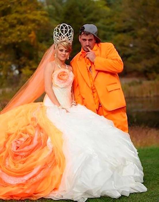 Посмотрите на самые худшие свадебные платья всех времен, включая почти обнаженных невест, оранжевые платья и платье из газет