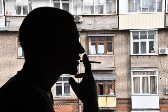 В МЧС передумали насчет запрета курения на балконах.