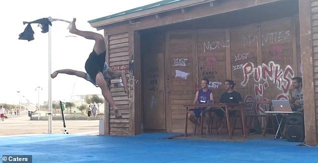 Спортсмен-самоучка демонстрирует свои невероятные навыки, выполняя серию переворотов назад на одной ноге