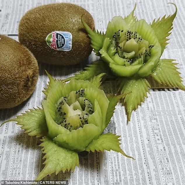 Повар из Японии умеет делать резьбу по овощам и фруктам. Получаются просто произведения искусства