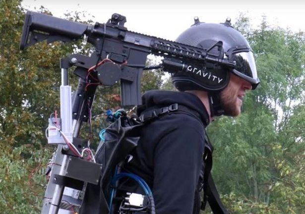 Реактивный костюм «Железный человек» усовершенствован оружием, стреляющим туда, куда вы смотрите