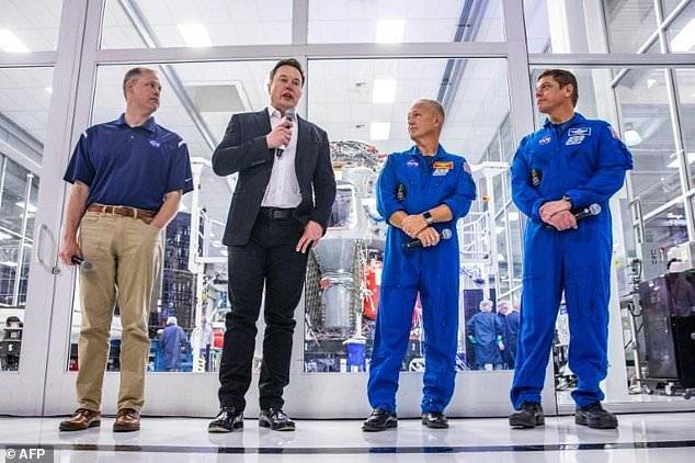 НАСА подтверждает запуск пилотируемого полета Илона Маска на Международную космическую станцию в начале 2020 года