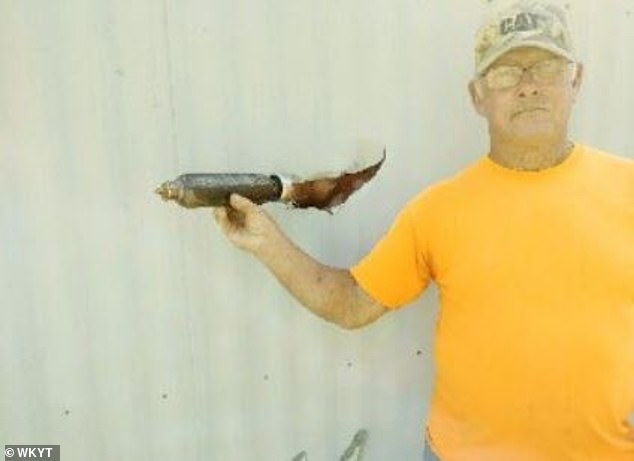 Федеральное авиационная администрация (ФАА) расследует таинственный объект, упавший с неба и пробивший мобильный дом мужчины в Кентукки