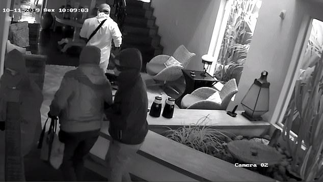 Домовладелец открывает огонь по вооруженной банде, которая ворвалась в его дом в Бразилии