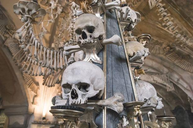 Церковь костей запретила делать фото после того, как посетители cтали делать неподходящие снимки со скелетами