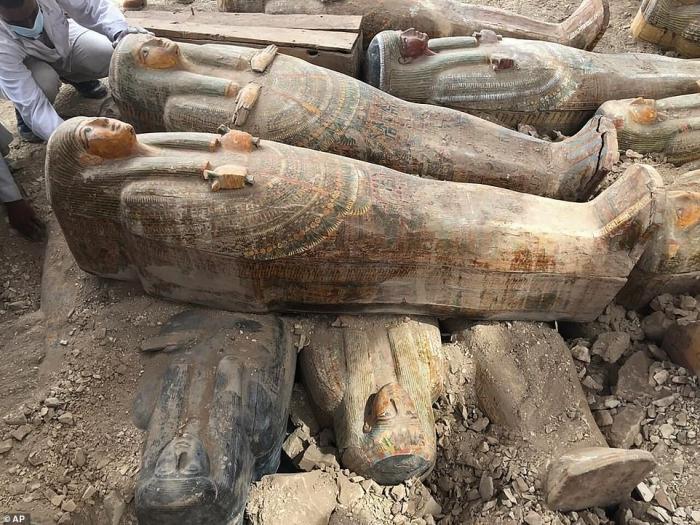 Археологи раскопали 20 хорошо сохранившихся деревянных гробов в Египте, «возможно, принадлежавшие первосвященникам»