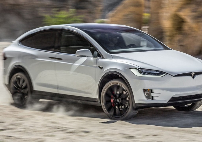 Tesla анонсировала улучшения программной части своих электромобилей.