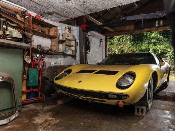Ламборгини Miura продается за 1,2 млн фунтов после того, как его обнаружили в заброшенном гараже