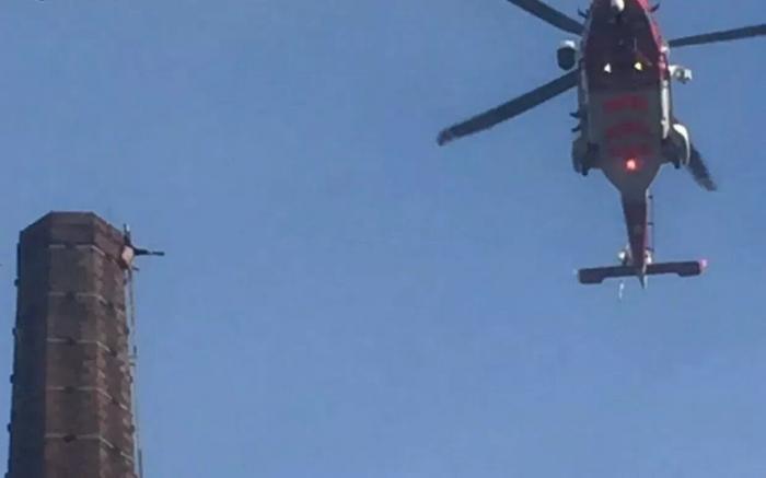 Мужчина погиб, попав в ловушку на высоте 81 метр на гигантской трубе