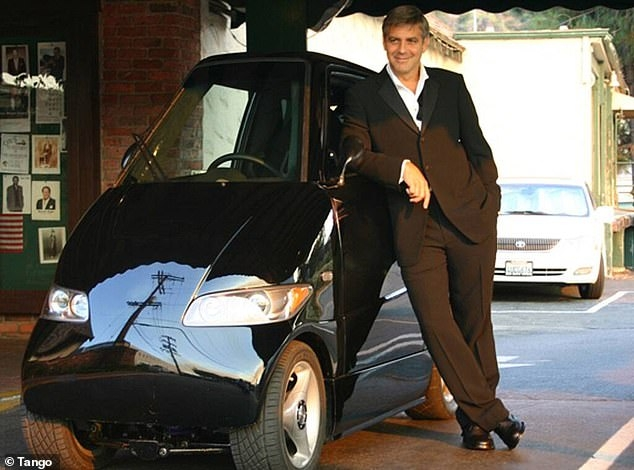 Миниатюрный автомобиль, шириной 1 м, длиной 2,5 м и принадлежащий Джорджу Клуни, стоит огромные 108 000 долларов.