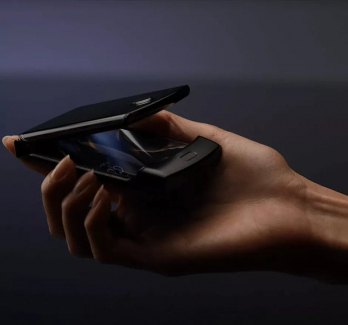 """Motorola готовит """"раскладушку"""" с гибким дисплеем."""