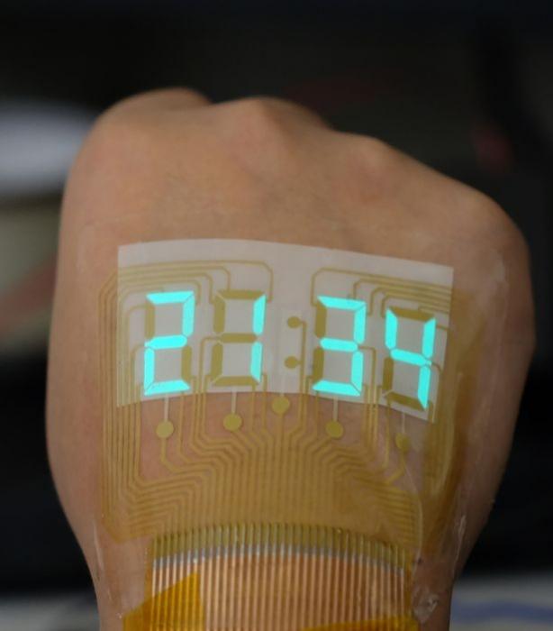 Китайские ученые создали часы, которые можно носить на коже, как татуировку