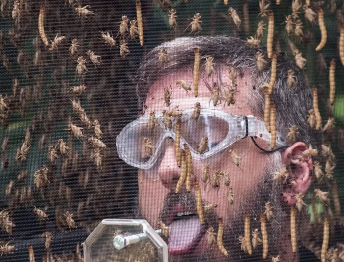 Знаменитые люди, которые лечатся укусами насекомых и всяких клещей. Фу!