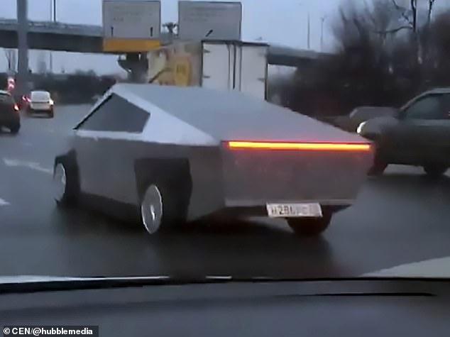 Российский автомобилист переделал свою машину, чтобы посмотреть, как будет выглядеть Тесла Cybertruck на наших дорогах