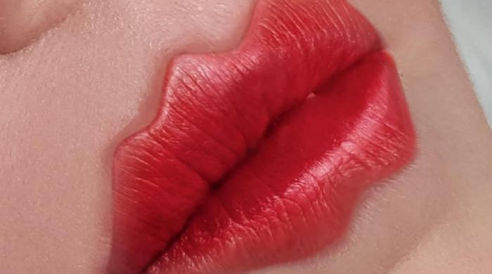 Вот вы только о Новом годе думаете, а у женщин уже появился новый тренд красоты волнистые надутые губки