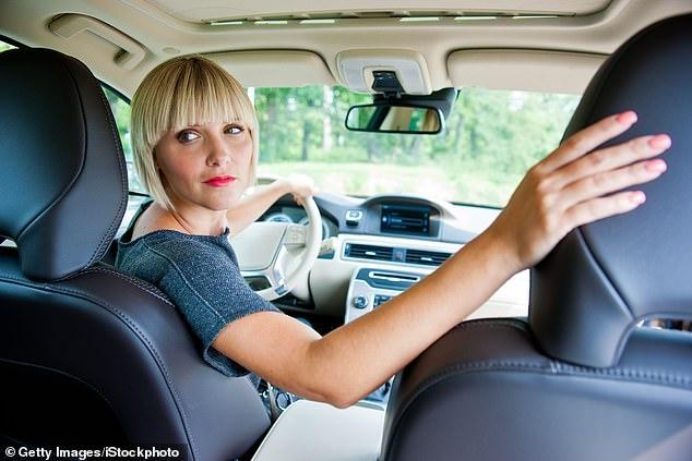 Женщины хуже паркуются, говорят экзаменаторы по вождению (но данные показывают, что мужчины совершают больше аварий)