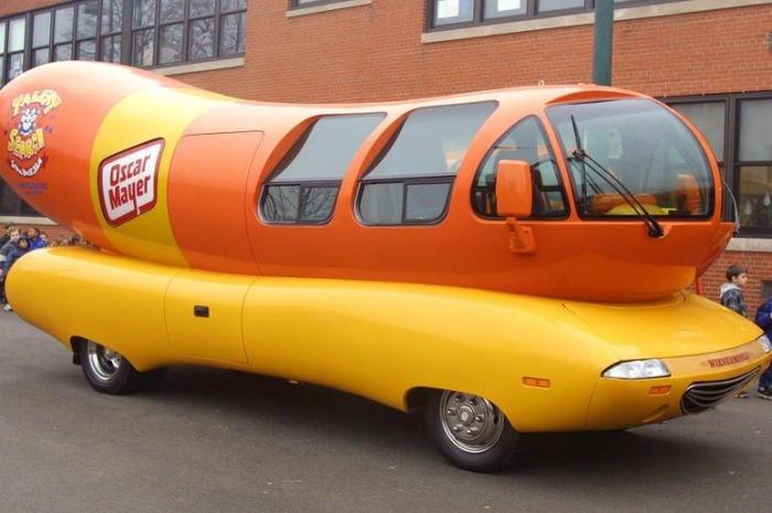 Полицейские в Висконсине остановили машину в виде сосиски за нарушение Правил Дорожного Движения