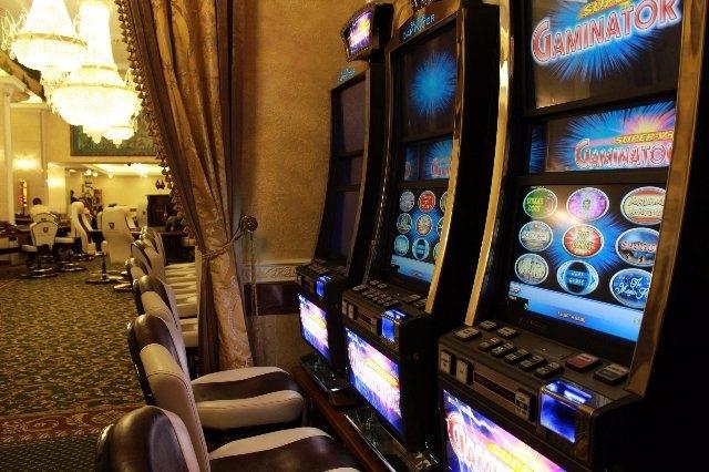 Не знаете куда повести девушку в пятницу вечером? Ведите сразу к себе домой в онлайн ROX Casino