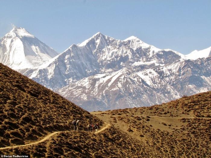 Невероятные фото, сделанные исследователем, показывают пейзаж одного из районов Гималаев