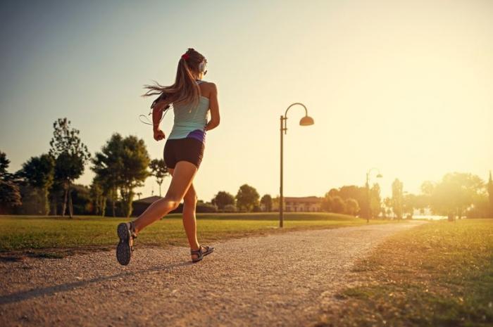 Безопасно ли заниматься спортом на улице во время вспышки Ковид 19?