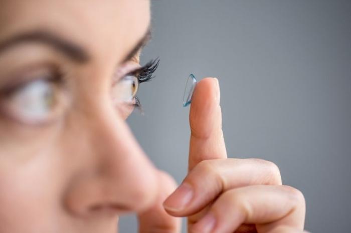 Профилактика коронавируса: рекомендации экспертов по ношению очков и контактных линз